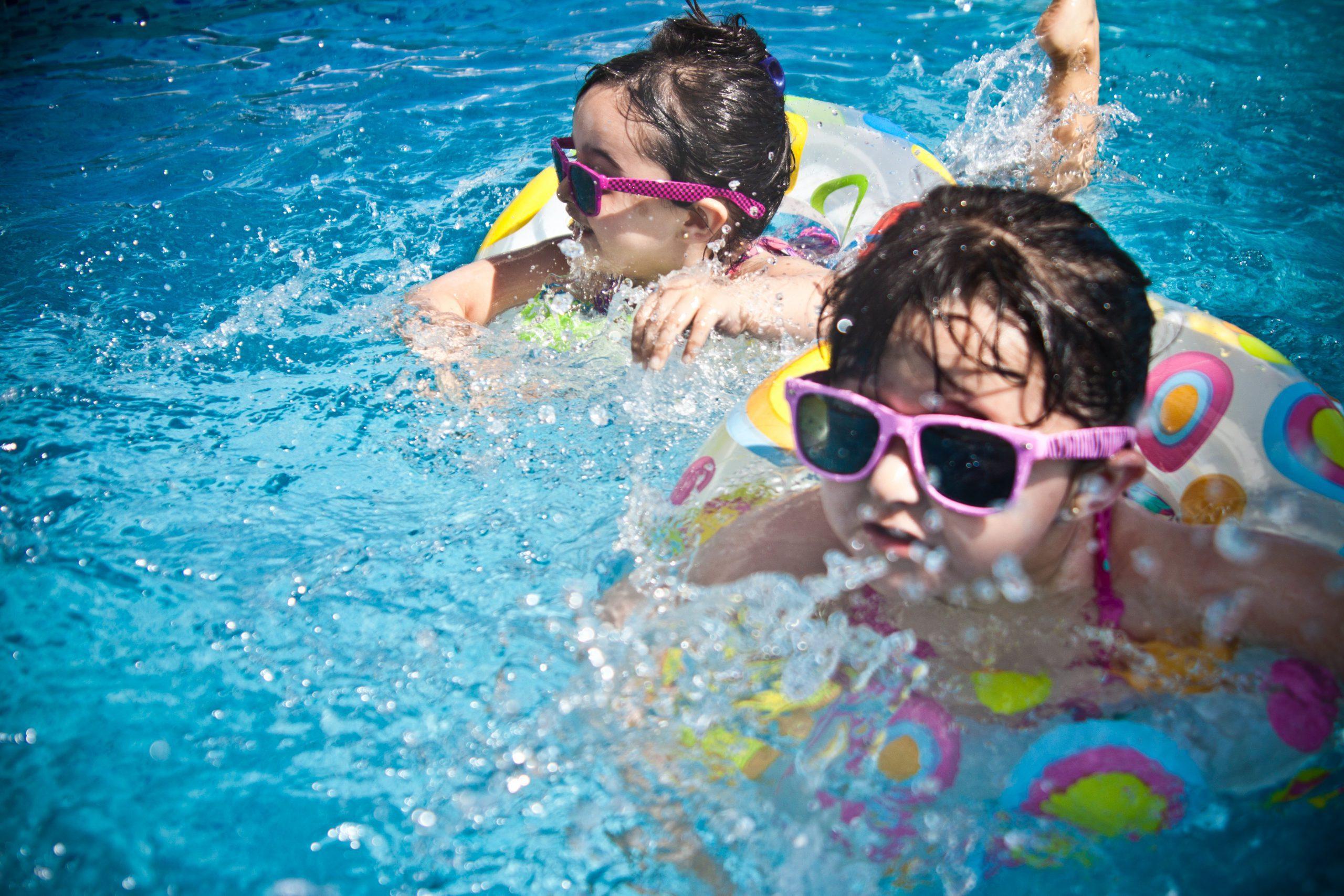 kinderen hooge holt spelen zwembad